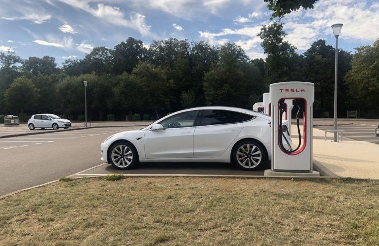 Les pièges à éviter quand on recharge notre voiture électrique sur une borne publique