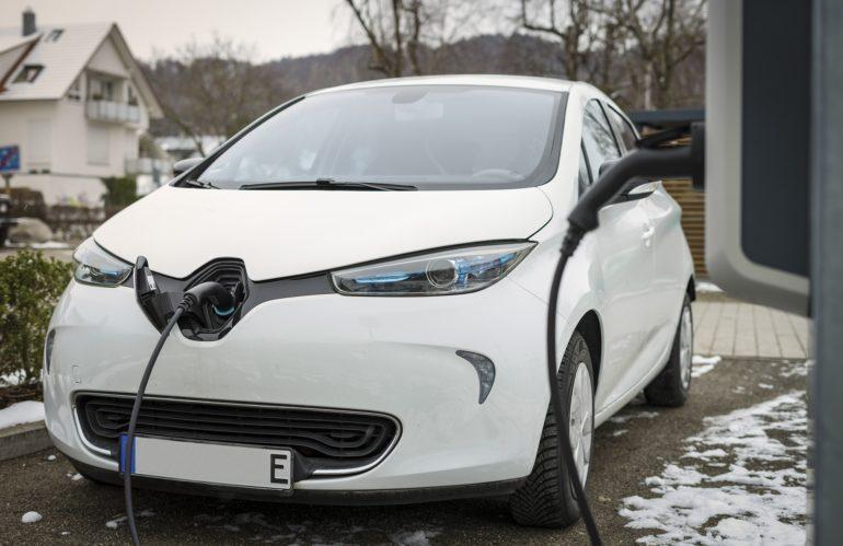 Pourquoi le prix d'une voiture électrique est élevé ?